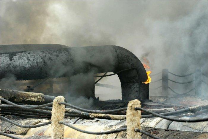 Нефтяная катастрофа в Далянь (29 фото)