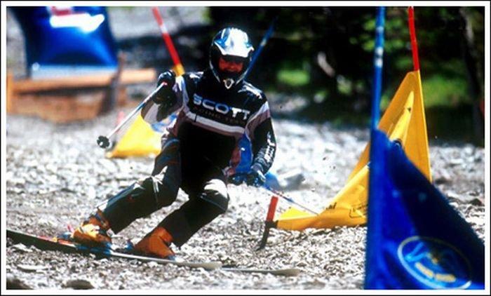 Сноуборд и лыжи на камнях (22 фото)