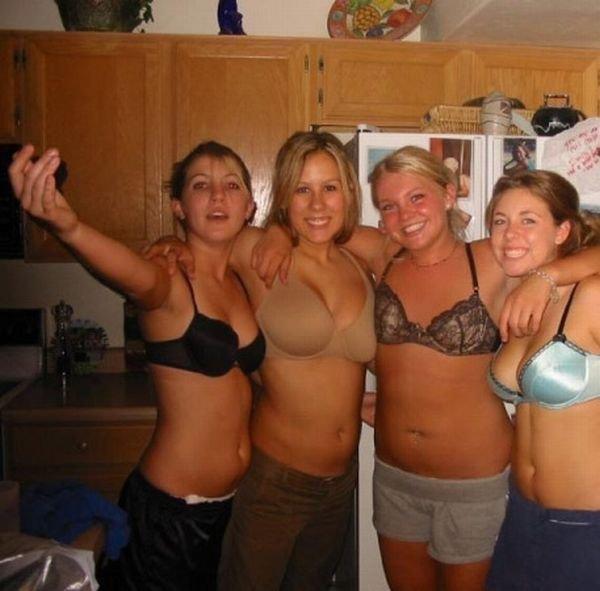 Девушки веселятся (40 фото)