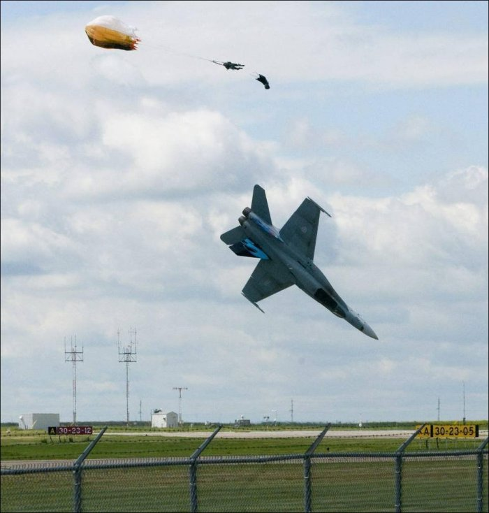 Крушение самолета в Канаде (5 фото)