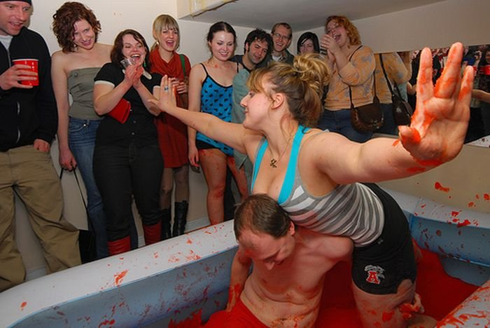 Девушки борются в желе (34 фото)