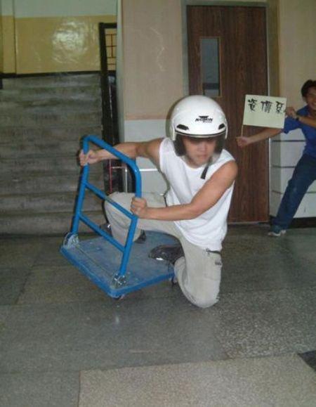 Крутые повороты на мотоциклах, велосипедах и тп (13 фото)