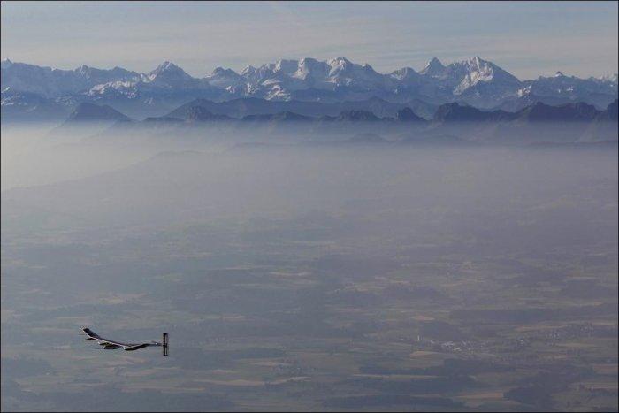 Аэроплан на солнечных батарейках (13 фото)