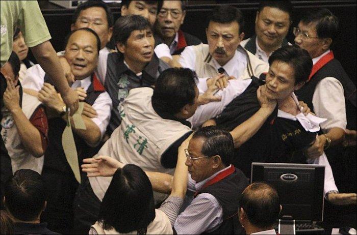 Дебаты в парламенте Китая (6 фото)
