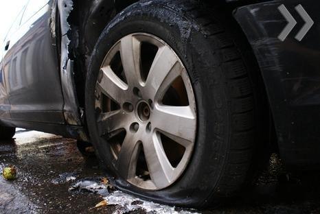 Молния ударила в автомобиль (3 фото)