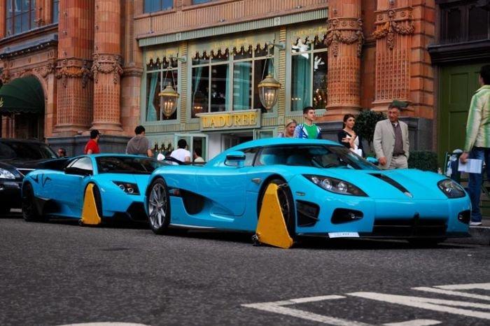 В Лондоне заблокировали крутые суперкары (7 фото)