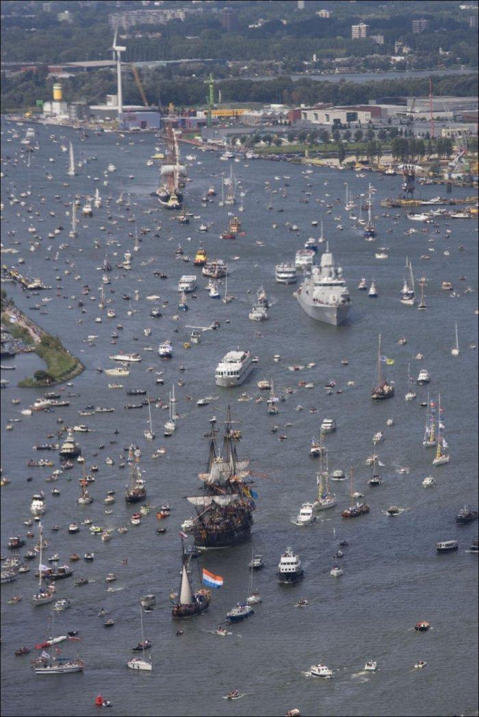 ОЧЕНЬ много кораблей (9 фото)