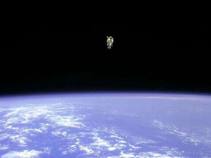 В открытый космос без страховки (7 фото)
