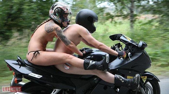 Смотреть секс на мотоцикле