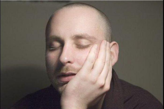 Как спать на работе (3 фото)