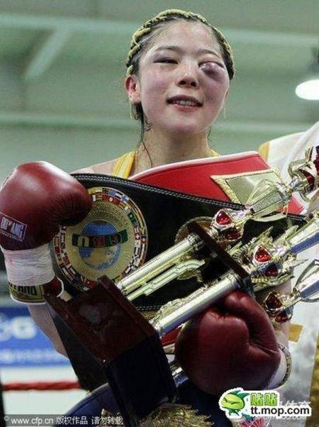 Девушки боксируют (12 фото)