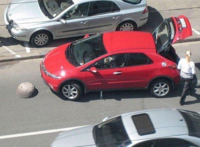 Хонда снесла камень (4 фото)