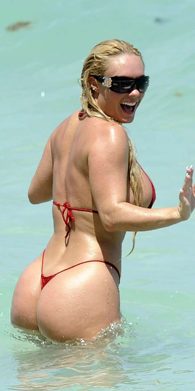 Coco Nicole Austin на пляже (12 фото)