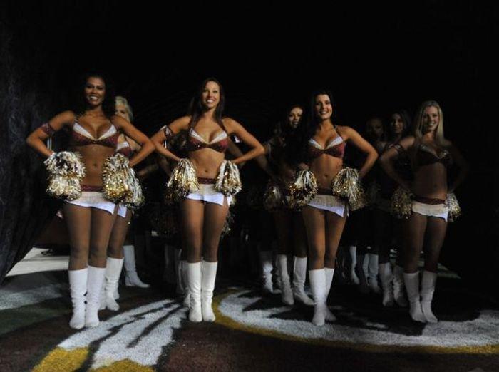 Девушки из групп поддержки команд (50 фото)