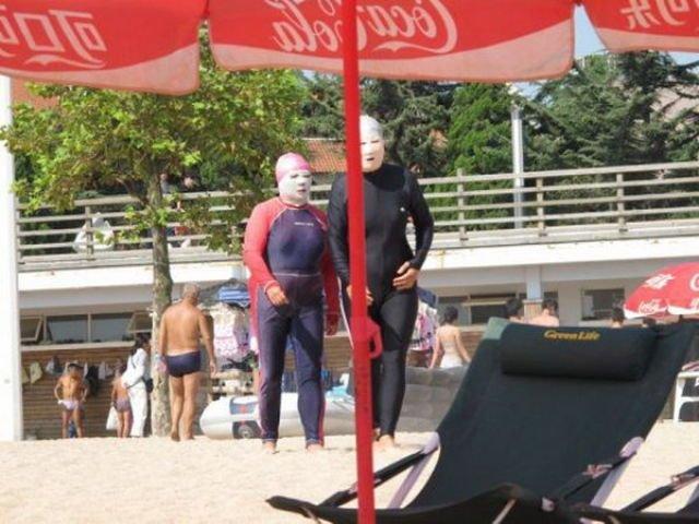 Крутые пляжные костюмы (8 фото)