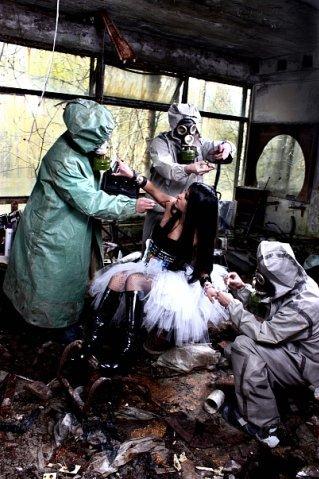 Фотосессия возле Чернобыльской АЭС в Припяти (21 фото)