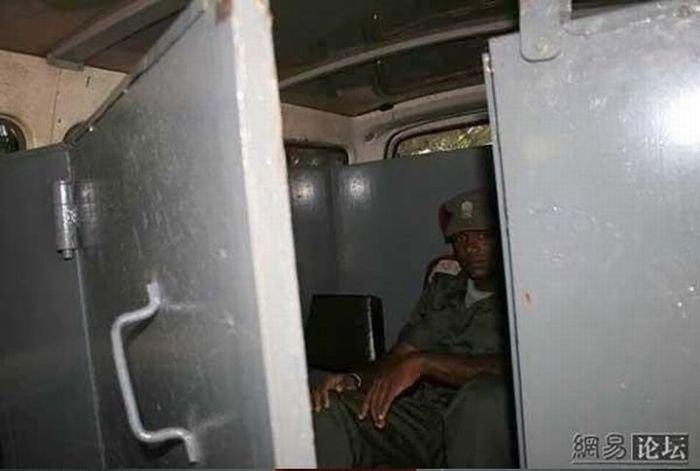 Броневик в Сомали (7 фото)
