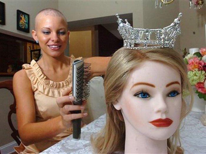 Победительница конкурса красоты без волос (4 фото)
