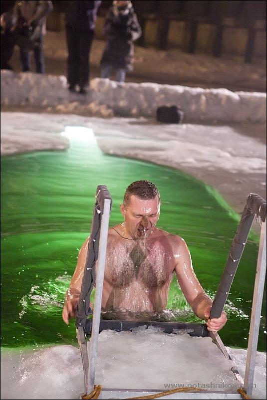 Крещенские купания 2011 (81 фото)