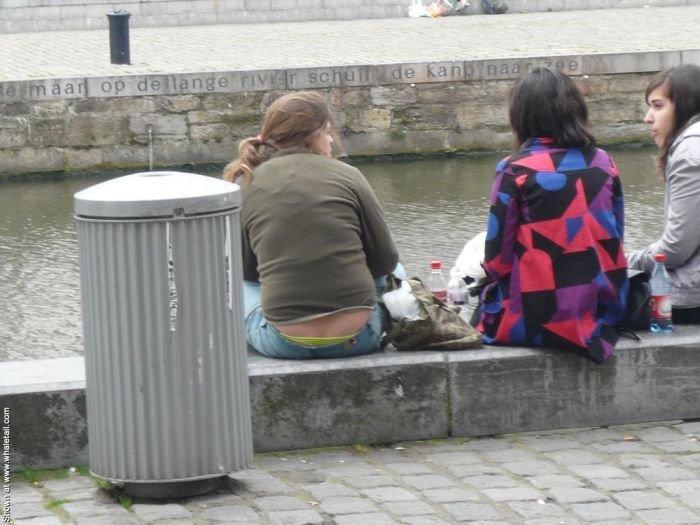 Девушки с торчащими трусами (99 фото)