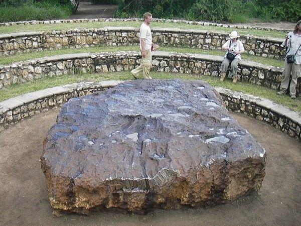 Самый большой метеорит в мире (8 фото)