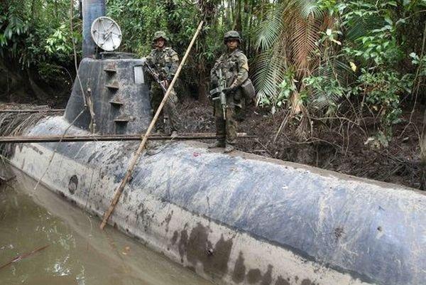 Подводная лодка наркоторговцев (5 фото)