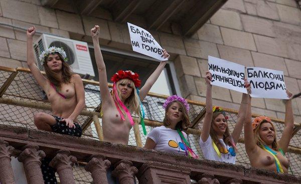 Очередная акция Femen (14 фото)