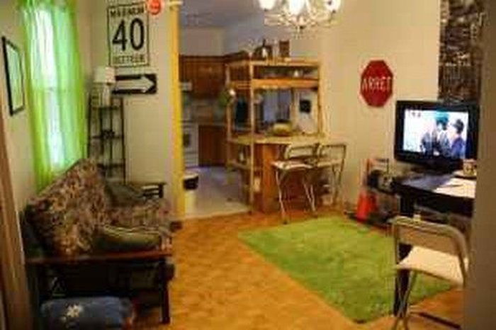 Необычный способ сдать комнату (2 фото)
