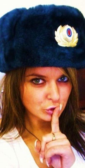 Гламурная русская полицейская (36 фото)