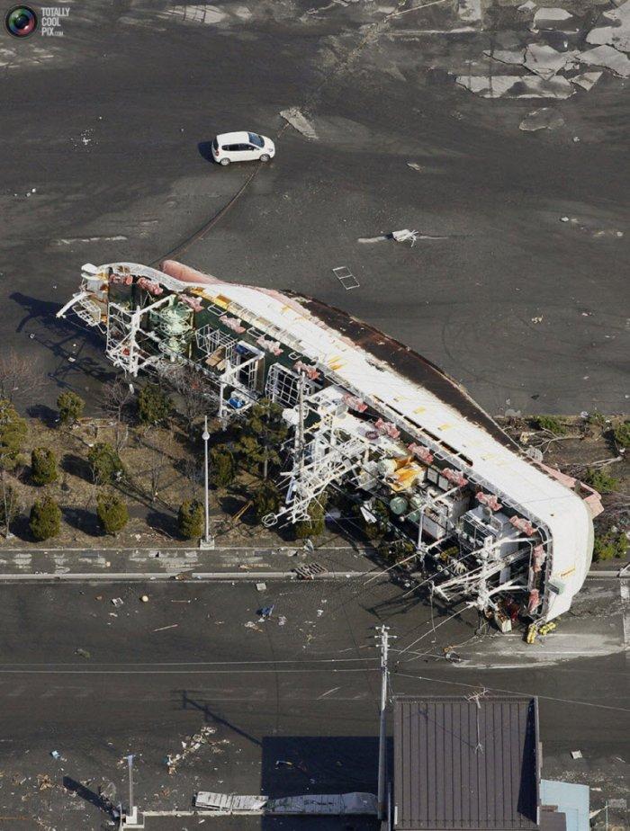 Последствия землетрясения и цунами в Японии (94 фото)