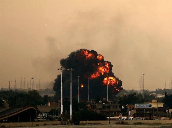 Подбитый истребитель в Ливии (3 фото)