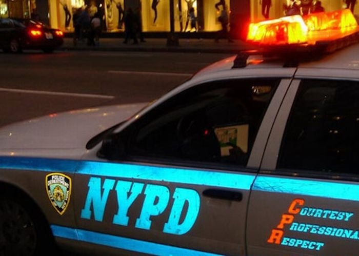 Чем занимаются полицейские во время работы (9 фото)