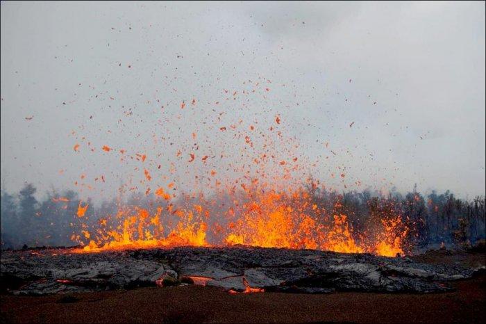 Потоки лавы на Гавайах (7 фото)