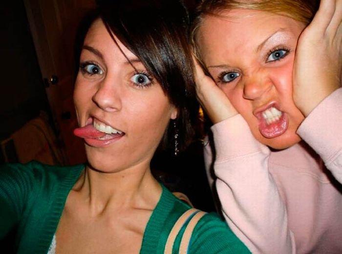 Девушки кривляются (63 фото)