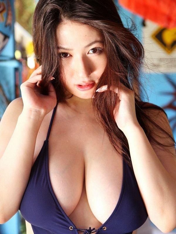 Японские модели с большой грудью (15 фото + текст)