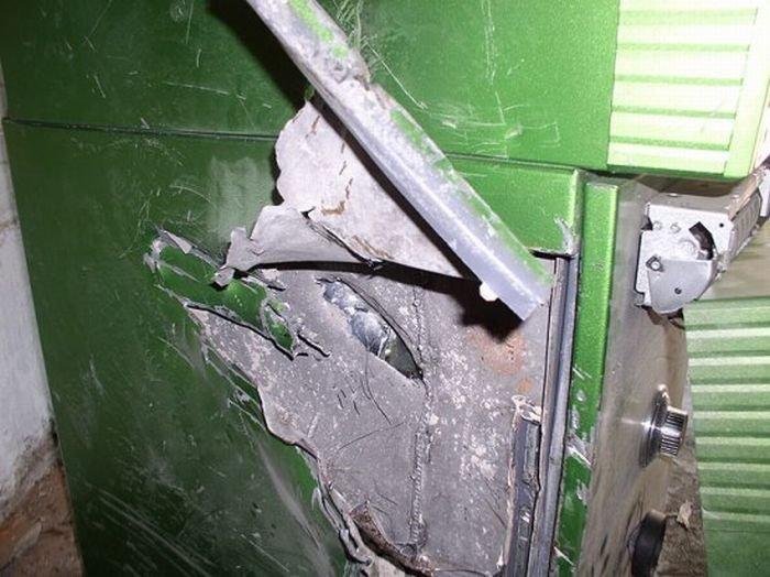 Ленин грабит банкомат (6 фото)