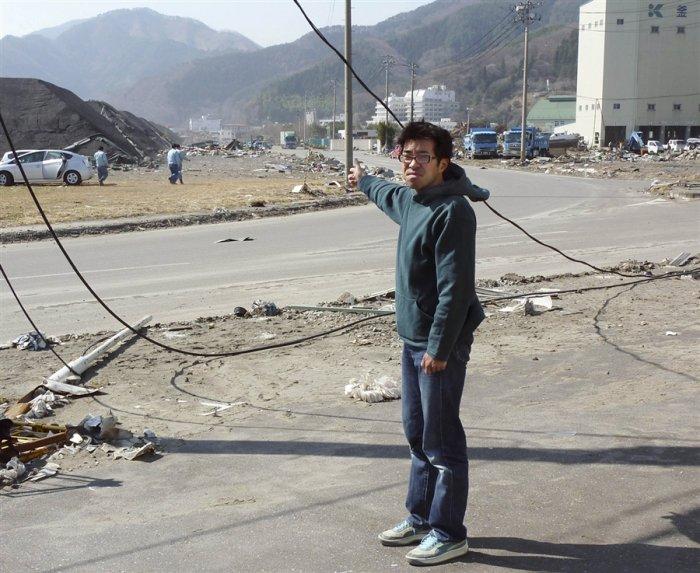 Спасение от цунами (2 фото)