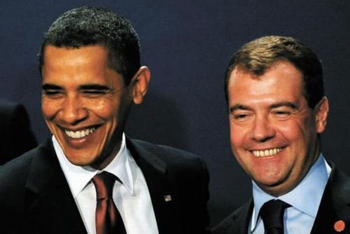 Медведев смеется (37 фото)