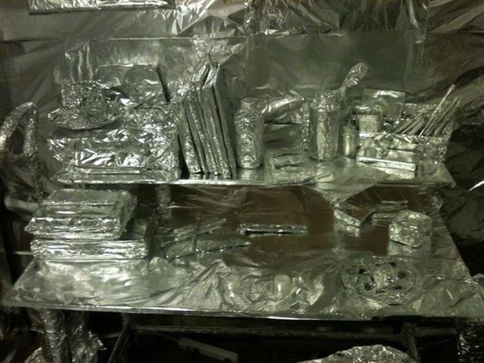 Комната из фольги (9 фото)