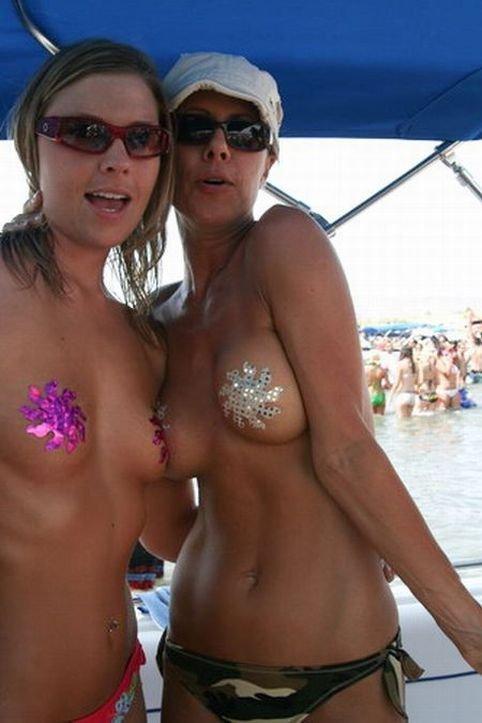 Наклейки на грудь (28 фото)