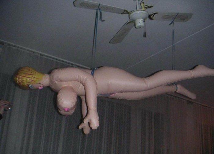 Нелегкая жизнь секс-кукол (9 фото)