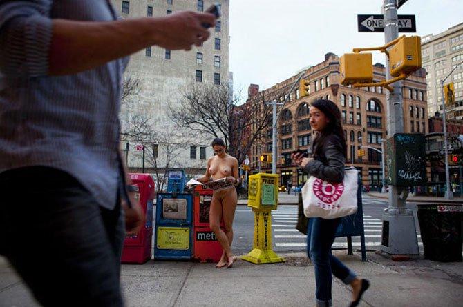 Голышом по Нью-Йорку (23 фото)
