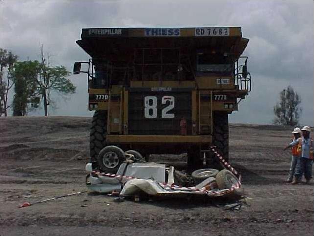 Проблемы с огромными грузовиками (11 фото)