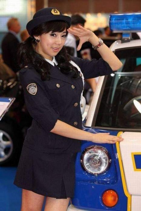 Девушки в полицейской форме (50 фото)