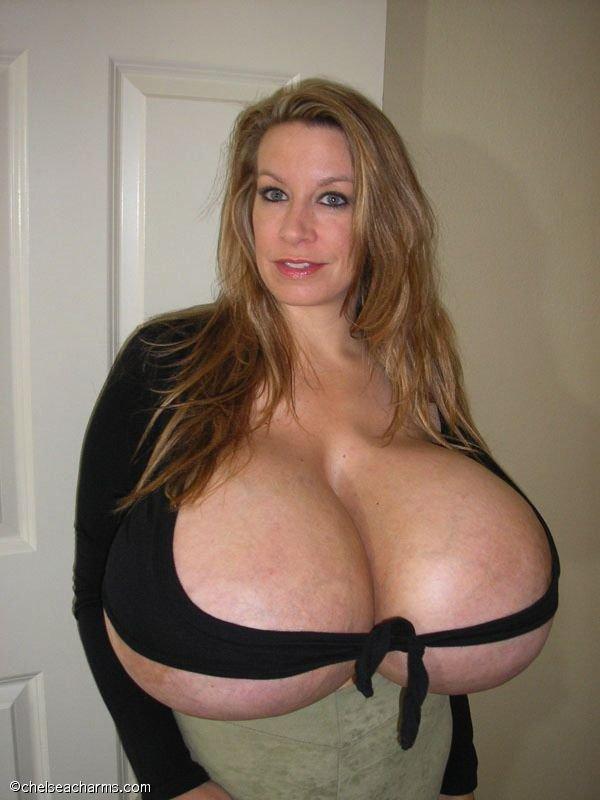 Самая большая грудь в мире (15 фото)