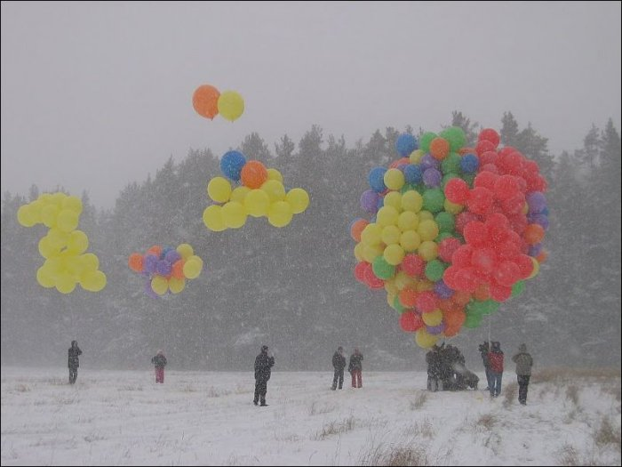 В небо на воздушных шариках (21 фото)