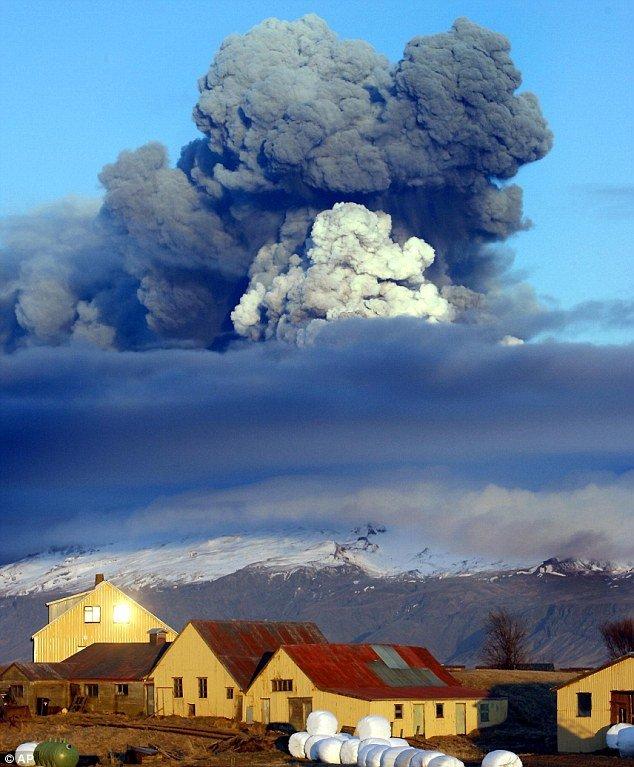 Извержение вулкана Гримствотн в Исландии (3 фото)