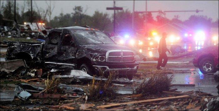 Сильный торнадо в США (31 фото)