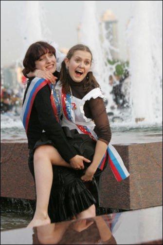 Выпускной 2011 года (46 фото): http://zagony.ru/2011/05/26/vypusknojj_2011_goda_46_foto.html