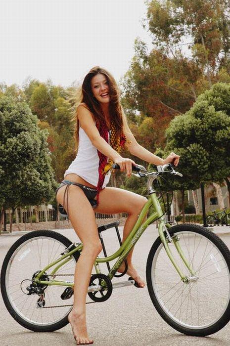 Девушки и велосипеды (110 фото)
